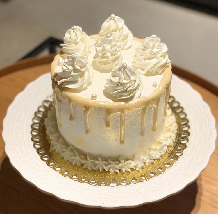 Drip Glow Cake