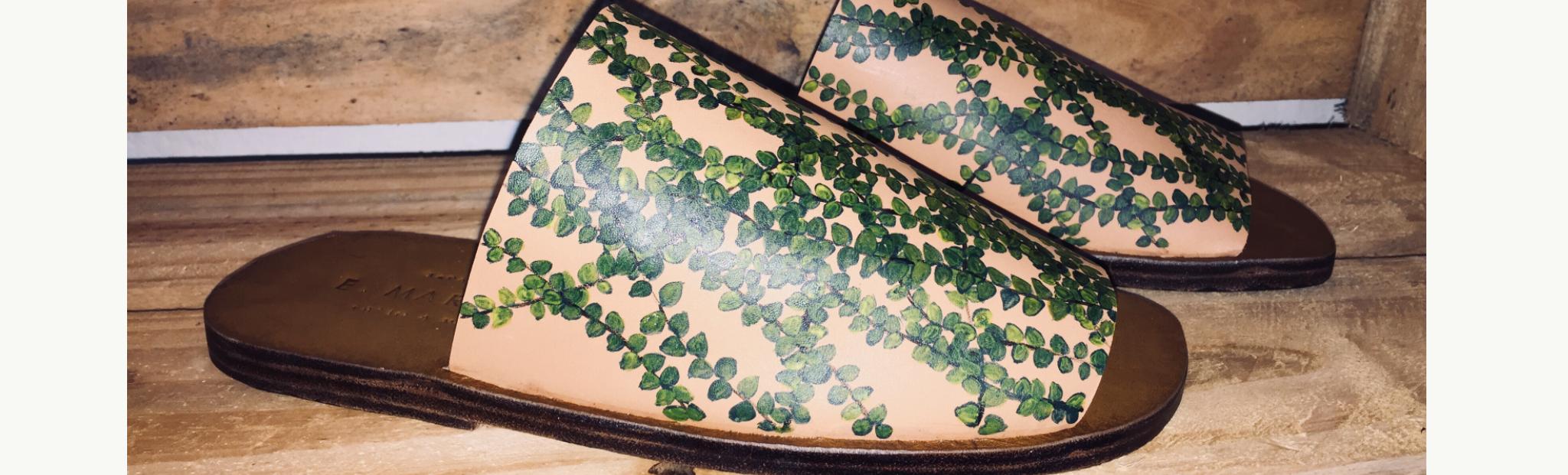 Chinelo de couro feito à mão com pintura E. Marchi