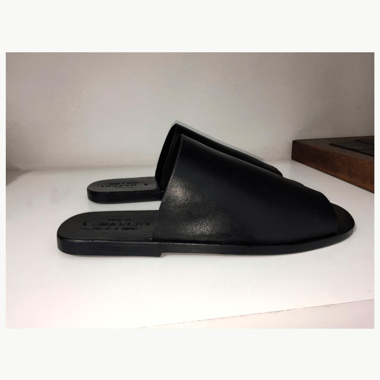 Chinelo Itália Nero fabricado à mão em couro. E. MARCHI