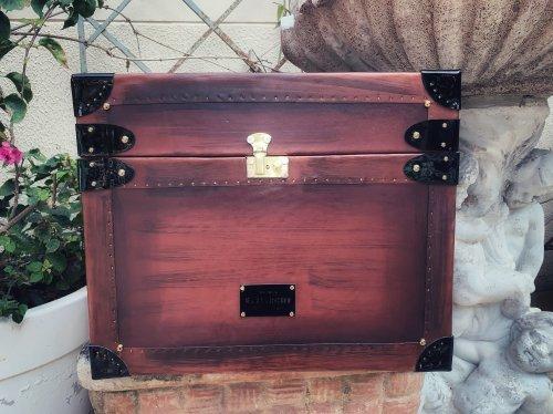 Baú 1800 fabricado à mão em couro
