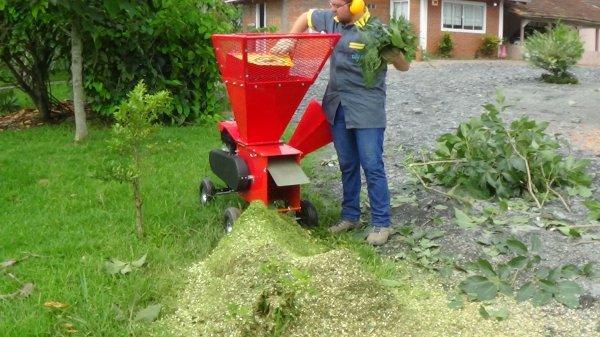 Triturador de galhos e folhas BIO 700 G