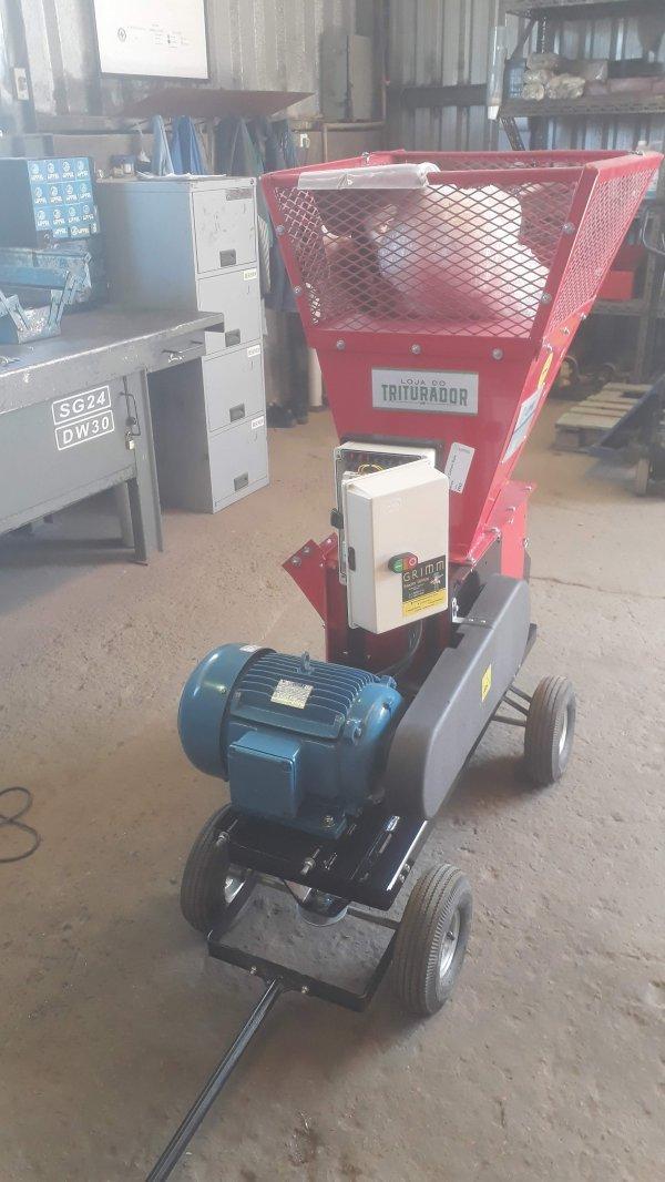 Triturador de galhos e folhas BIO 700 E