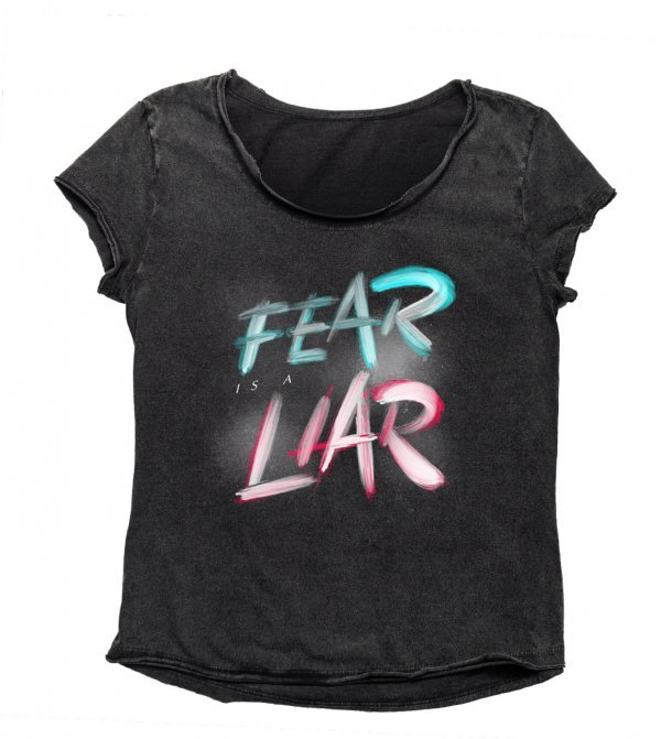 CAMISETA BABYLOOK - FEAR IS A LIAR BY LUCIANO ANGELINO