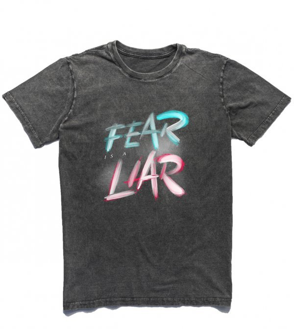 CAMISETA CRISTÃ - FEAR IS A LIAR BY LUCIANO ANGELINO